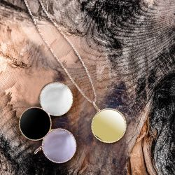 Medal Lepage Colette Lune Perlée in pink gold and onyx
